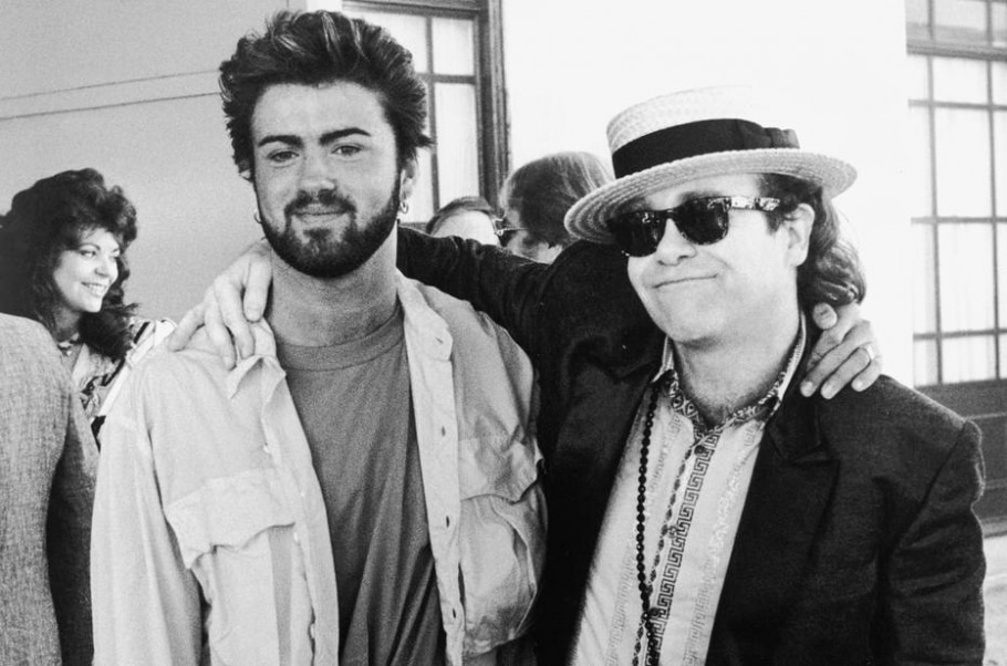 George Michael e Elton John em 1985 - DAVE HOGAN/HULTON ARCHIVE/GETTY IMAGES