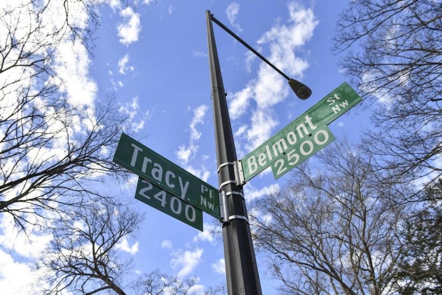 Cruzamento da Belmond Road, onde os Obama morarão, com a Tracy Place Street, onde mora Ivanka Trump, filha do novo presidente dos EUA - Washington Post photo by Ricky Carioti