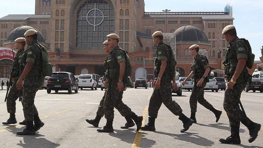 Exército fazem segurança da estação Galeão do BRT Transcarioca - Marcos de Paula/Estadão