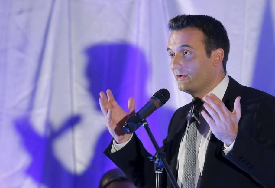 Florian Philippot, do partido de extrema direita Frente Nacional, prometeu ampliar a proibição ao uso de véu e outros símbolos religosos em espaços públicos - REUTERS/Vincent Kessler