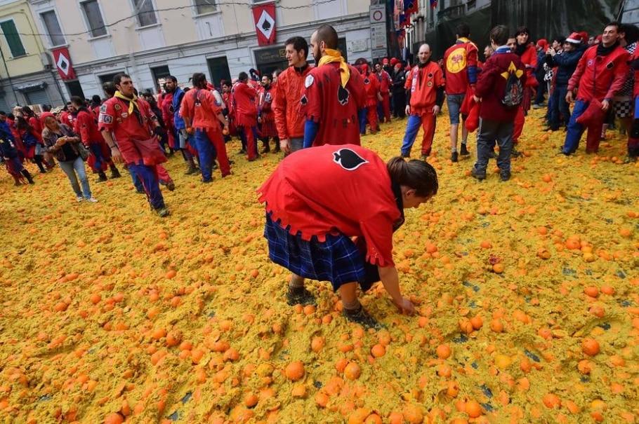 Guerra de laranjas na Itália - AFP PHOTO/GIUSEPPE CACACE