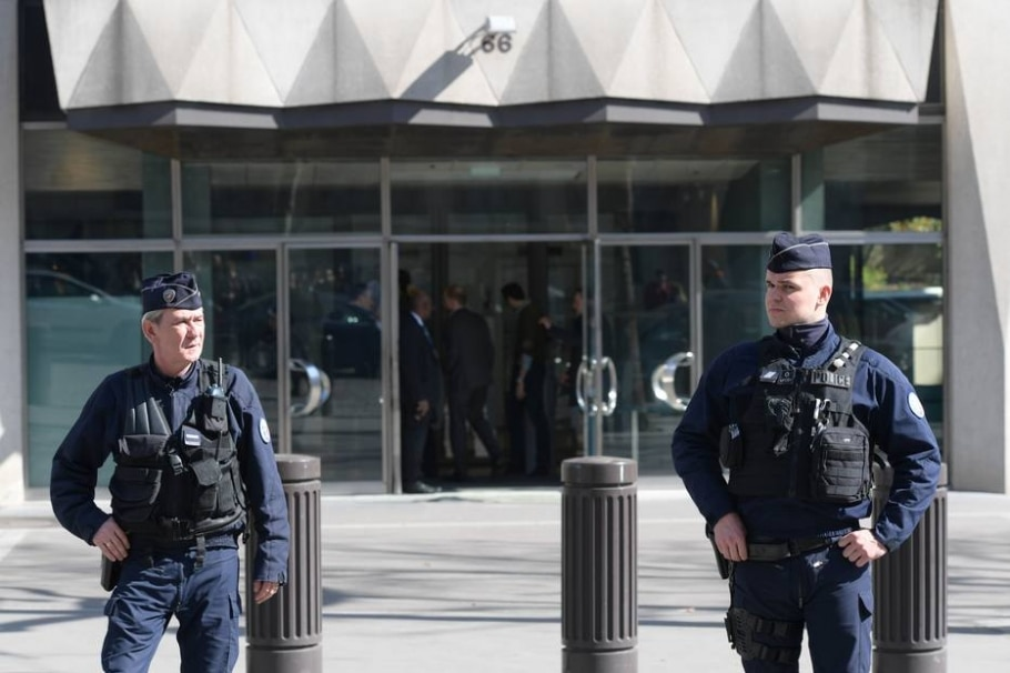 Cerco policial - AFP PHOTO / Christophe ARCHAMBAULT