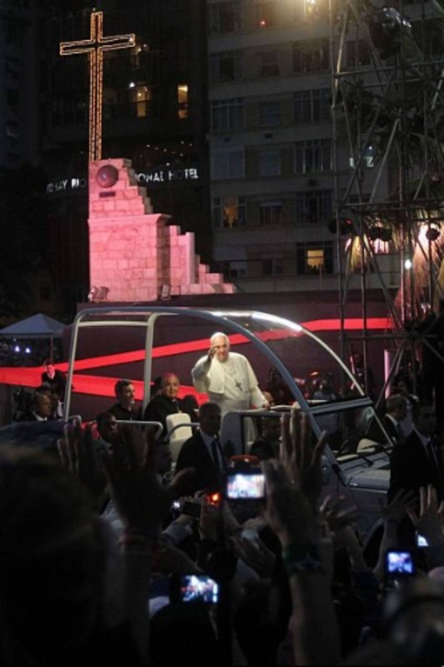 Fiéis acompanham a via-sacra em Copacabana - Evelson de Freitas/AE