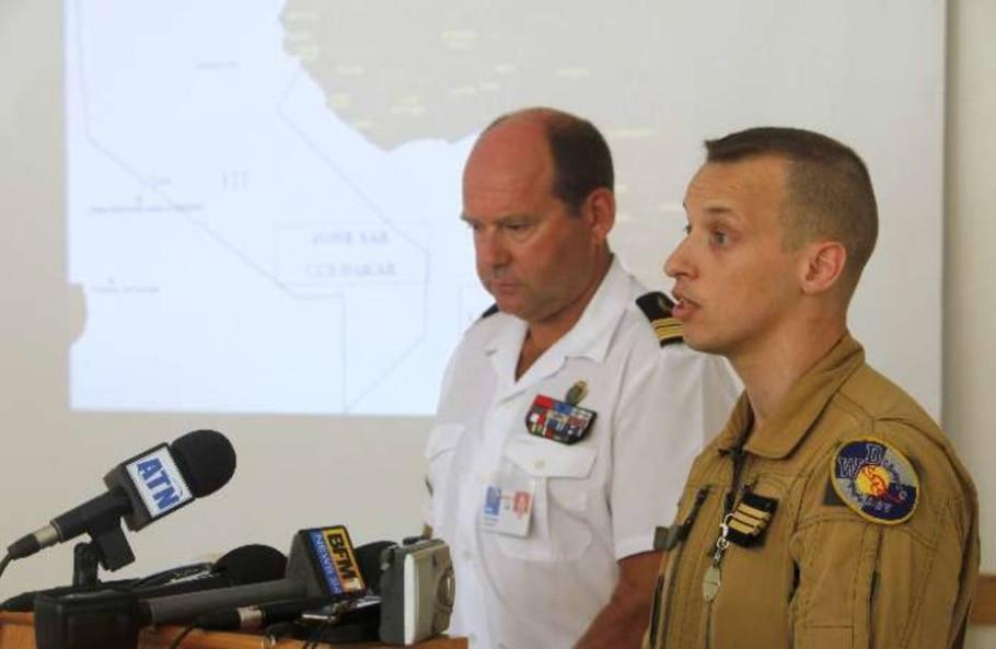 Capitão e coronel franceses em uma coletiva de imprensa em Dacar - Normand Blouin/Reuters