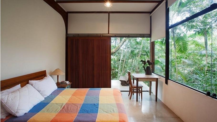 Casa em Ubatuba tira proveito de área verde com menor impacto possível - Daniel Ducci/Divulgação
