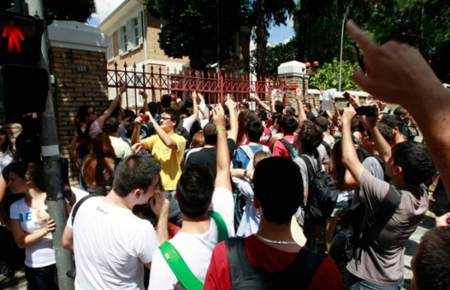 Polícia usa spray de pimenta em protesto de estudantes em SP - Hélvio Romero/AE