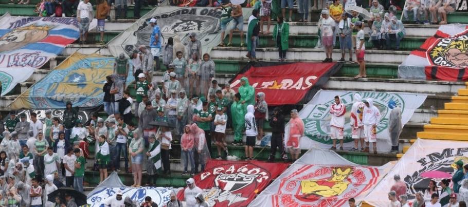 Diversas torcidas presentes na Arena Condá - Nilton Fukuda/Estadão