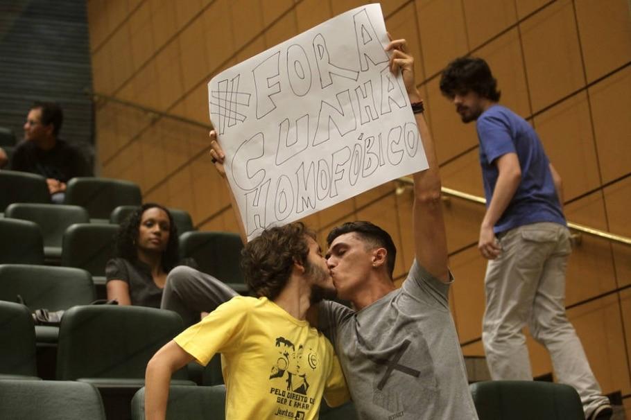 Protesto - Helvio Romero
