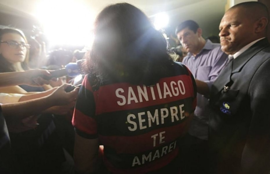 Familiares e colegas se despedem de Santiago Andrade, morto por um rojão em protesto no Rio - Wilton Júnior/Estadão