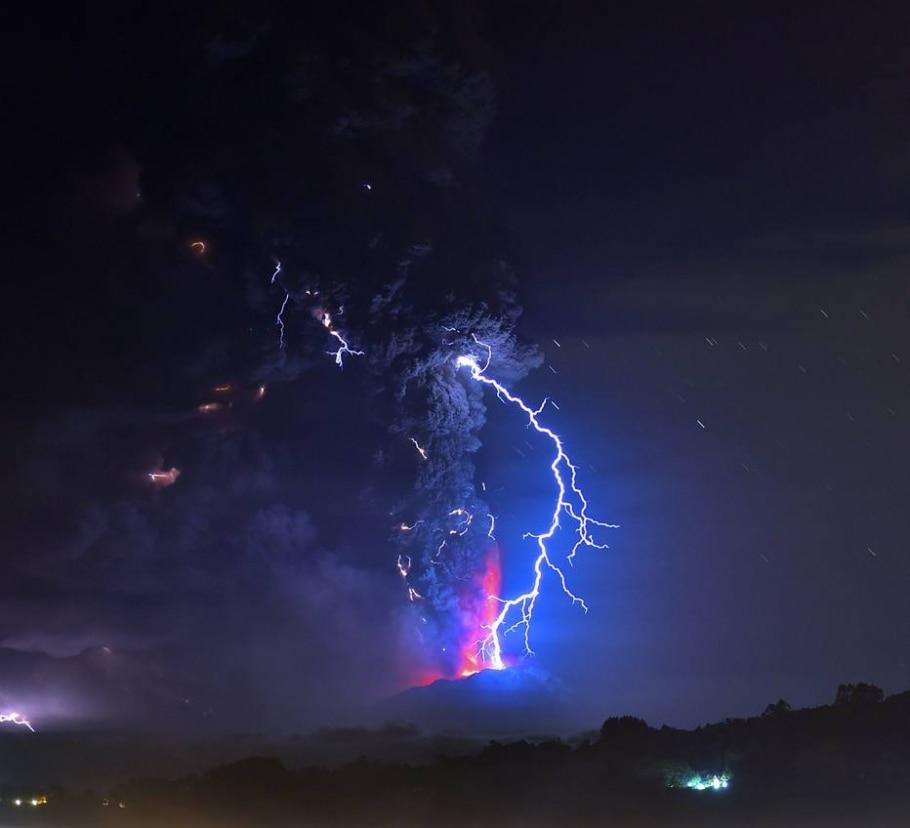 Vulcão entra em erupção no Chile -  AFP PHOTO/MARTIN BERNETTI