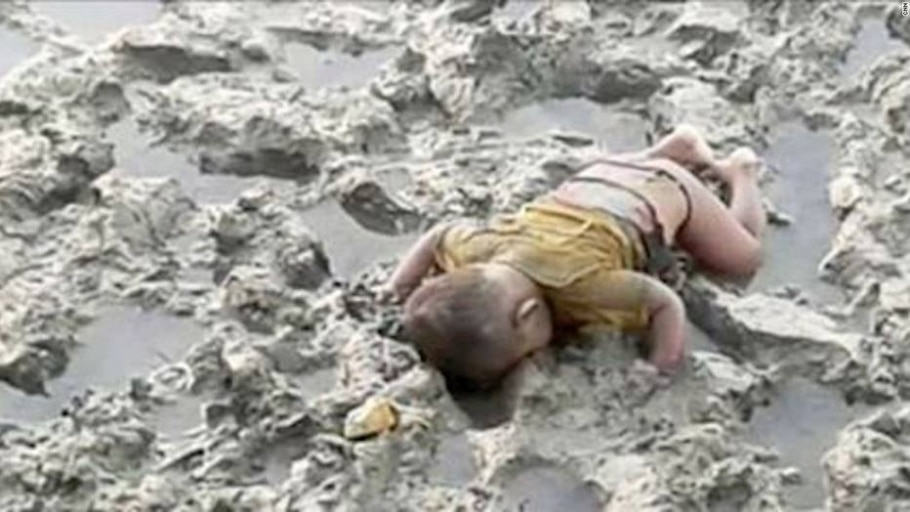 Mohamed Shohayet, bebê Rohingya de 16 meses que teria morrido afogado enquanto a família tentada fugir de Mianmar - Reprodução/CNN