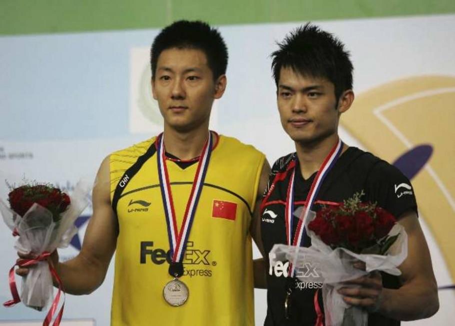 Chen Jin e Lin Dan posam com as medalhas do Mundial de badminton - Mahesh Kumar/AP