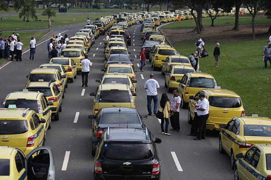 Protesto de taxistas contra o aplicativo Uber no RJ - FABIO MOTTA/ESTADÃO