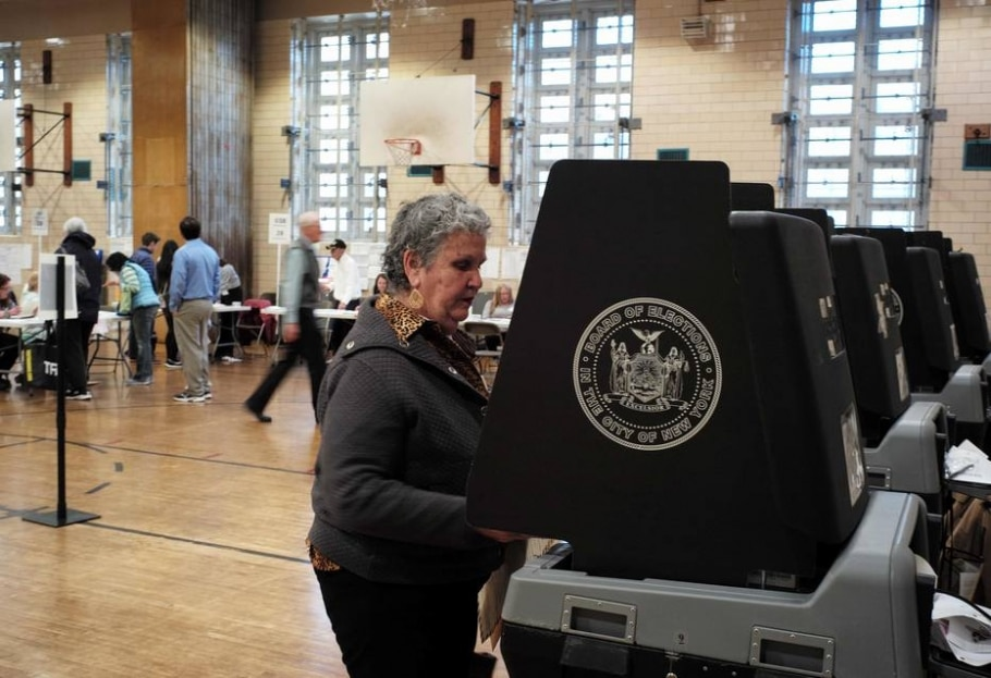 Democratas e republicanos votam nas primárias em NY - AFP PHOTO / Jewel SAMAD