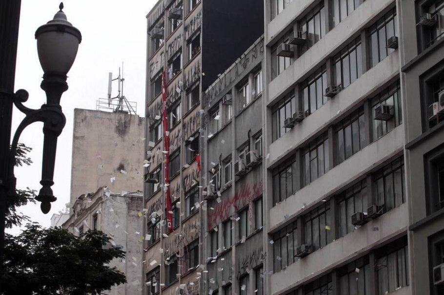 Reintegração bloqueou rua e alterou trajeto de 35 linhas de ônibus - Felipe Rau/Estadão