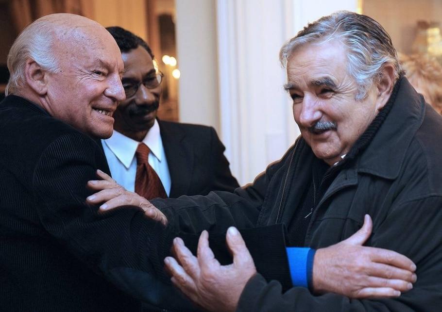 Morre o escritor uruguaio Eduardo Galeano - AFP PHOTO/ MIGUEL ROJO