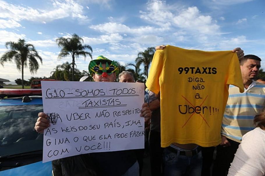 Protesto de taxistas contra o aplicativo Uber no RJ - FABIO MOTTA/ ESTADAO