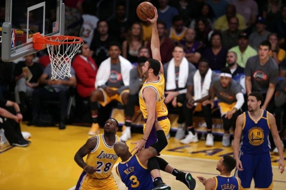 Lakers batem Warriors em casa - Mike Nelson/ EFE