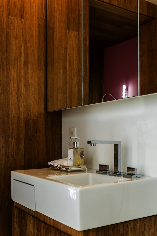 Madeira e cor aquecem decoração de apartamento;decoração - EDUARDO CASTELLO