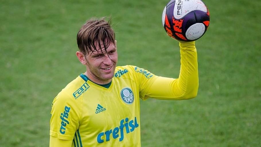 O lateral Fabiano, autor do gol do título brasileiro em 2016, fez a Crefisa pagar cerca de R$ 6,7 milhões por 40% dos direitos econômicos - Ícaro Limaverde/Estadão