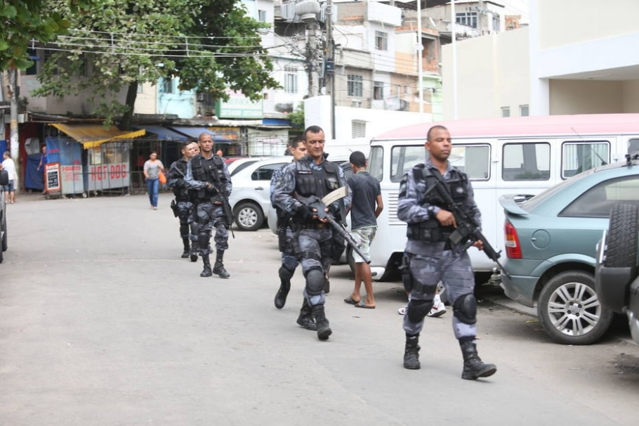 PM e Ministério Público fazem operação no Complexo da Maré - Fábio Motta/Estadão