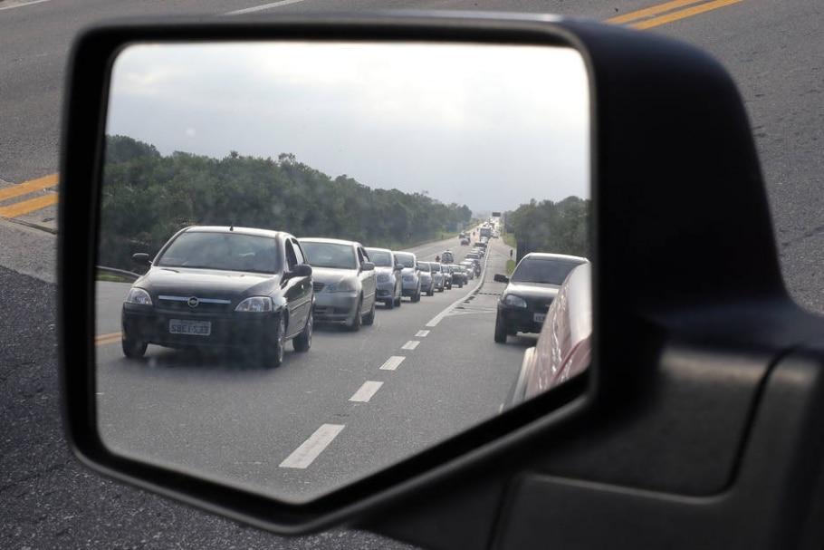 Estradas que atendem litoral paulista apresentam lentidão na tarde deste domingo - Marcio Fernandes/Estadão