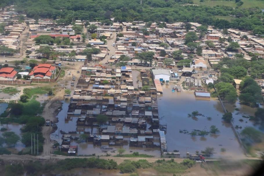 Mais de 120 mil pessoas foram atingidas pelas fortes chuvas e inundações no Peru; na imagem, a cidade de Piura, no norte do país, parcialmente debaixo d'água - Luis Guillen/Presidential Palace/Handout via Reuters