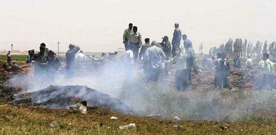 Forças de segurança locais chega ao local do acidente - Isna Stringer/Reuters
