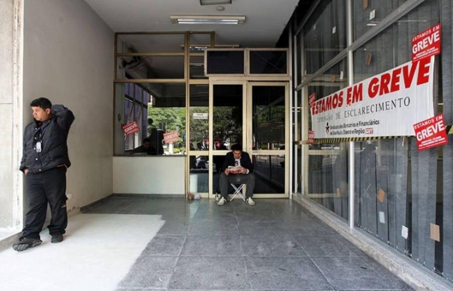 Por causa da paralisação, agências amanheceram fechadas em 25 estados e no Distrito Federal - André Lessa/AE