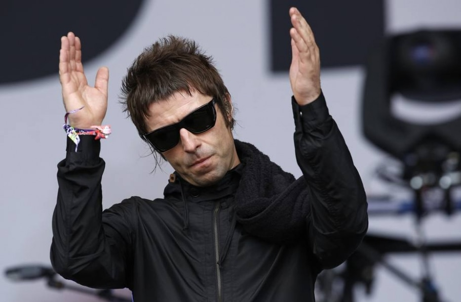 O cantor Liam Gallagher, ex-integrante da banda Oasis, durante show em Glastonbury  - Olivia Harris/ Reuters