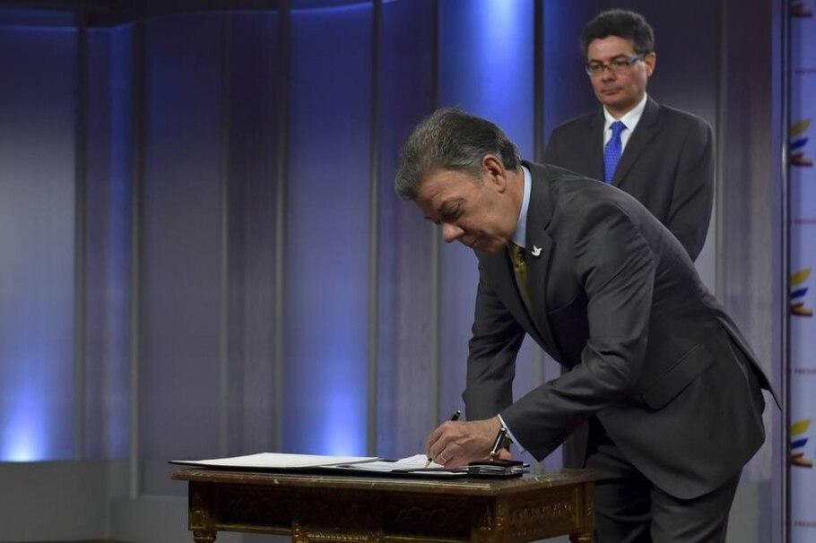 Juan Manuel Santos assina decreto que libera maconha medicinal na Colômbia - AFP PHOTO/ PRESIDENCIA COLOMBIA / JUAN PABLO BELLO