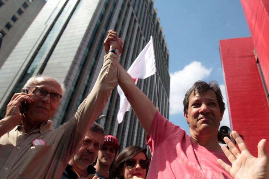 Haddad é recebido na avenida Paulista aos gritos de 'valeu' - Felipe Rau