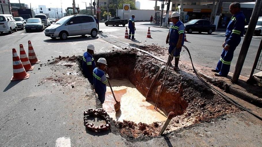 Vazamento de água - FELIPE RAU/ESTADÃO