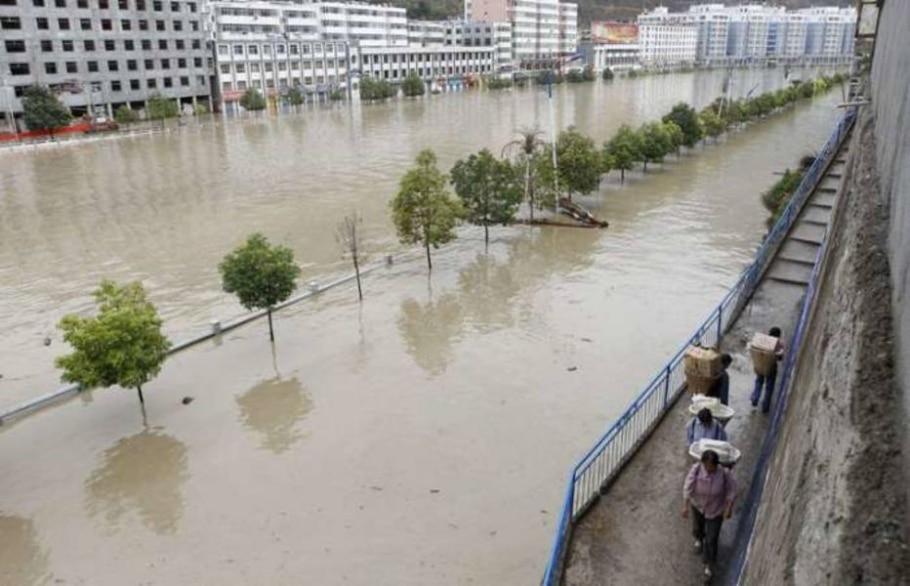 Fortes chuvas e deslizamentos trazem mais miséria à China; cerca de 10.500 pessoas ficaram presas - Stringer/Reuters