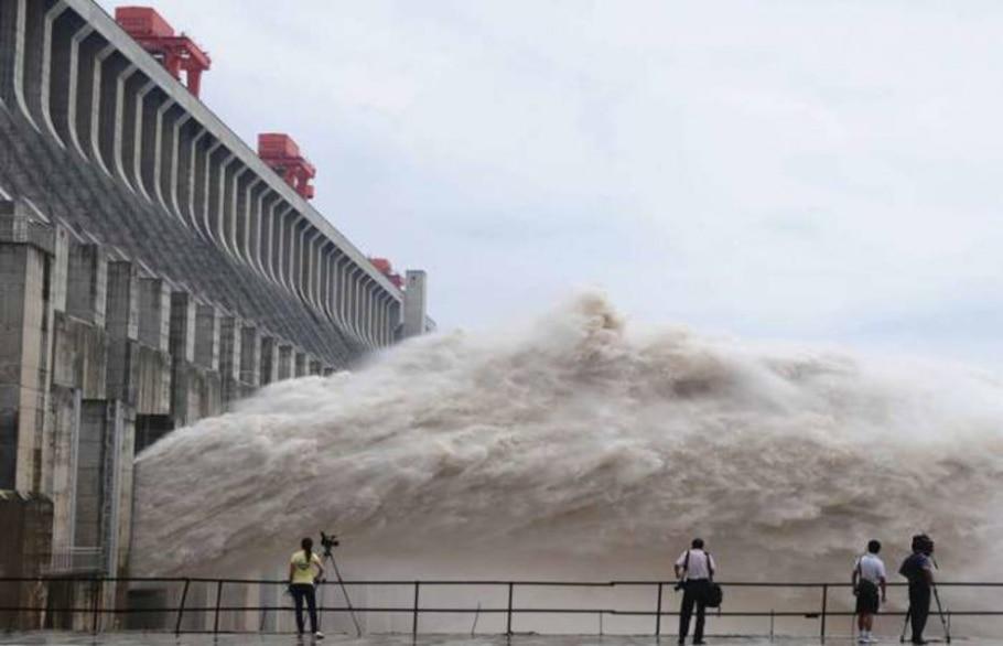 Chuva mata 701 na China antes da temporada de tufões; são esperados entre seis e oito tufões em 2010 - Xinhua/AP