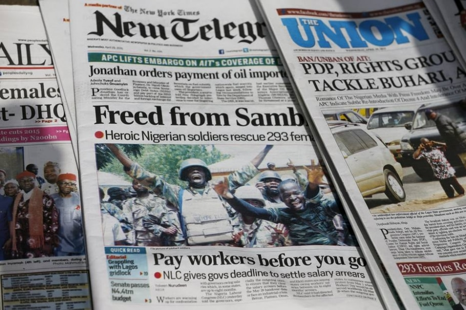 Jornais nigerianos relatam resgate de mulheres e estudantes mantidas reféns pelo Boko Haram - Afolabi Sotunde/REUTERS