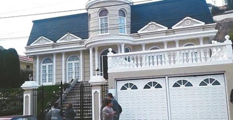 MP da Bolívia fez busca por documentos na casa de Gabriela Zapata, ex-namorada de Evo Morales - Reprodução / El Deber