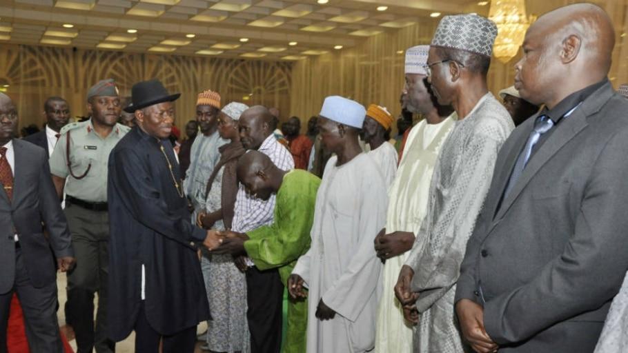 Nigéria: pais de alunas reúnem-se com presidente - AP PHOTO