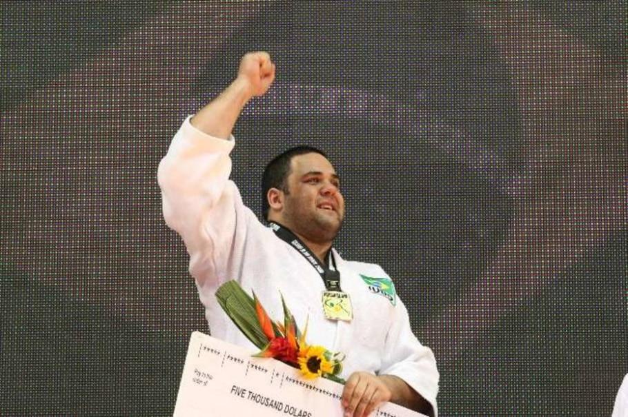 Hernandes comemora com prêmio e ouro a vitória no Grand Slam do Rio - Wilton Júnior/AE