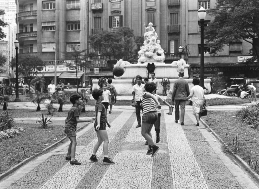 Bola na praça - Acervo/Estadão