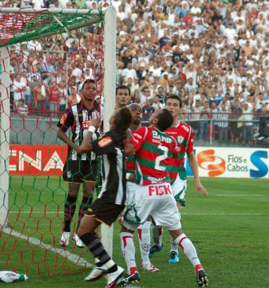 Jogo entre Portuguesa e Santos no estádio do Canindé. 07/03/2010 - J Rodrigues/FotoRepórter/AE