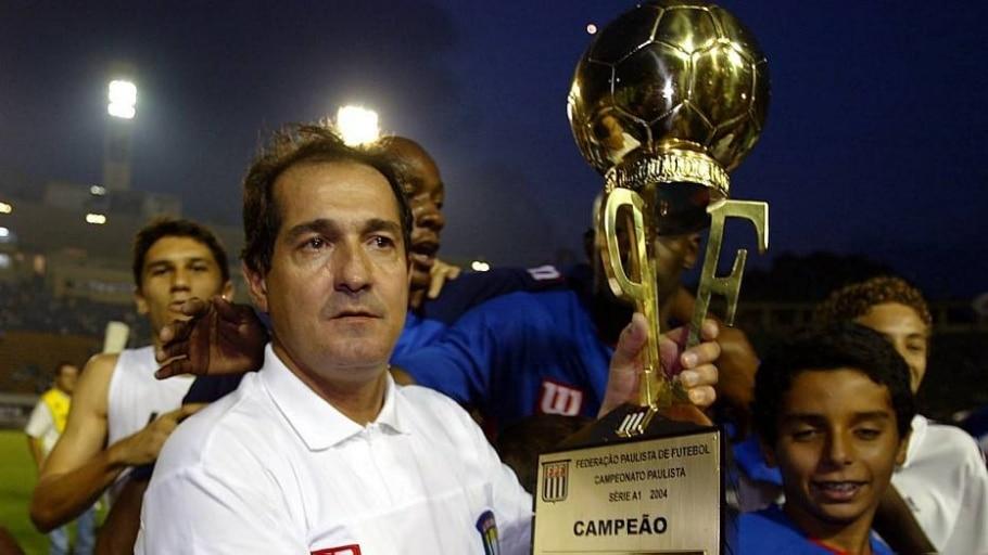Com o São Caetano, foi campeão paulista em 2004 - Paulo Pinto/Estadão