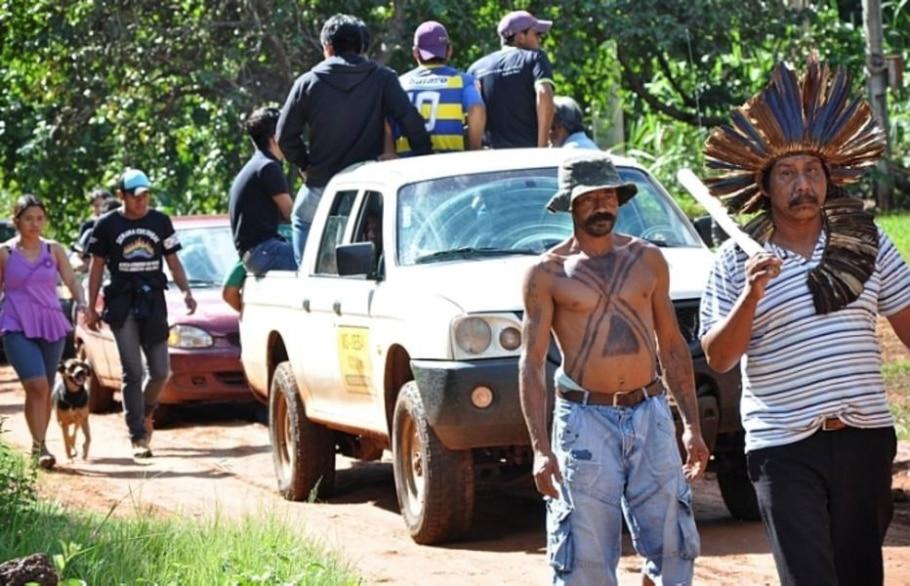 Comoção e revolta marcam enterro do índio terena Oziel Gabriel no MS - Marcos Tomé - Região News/AE