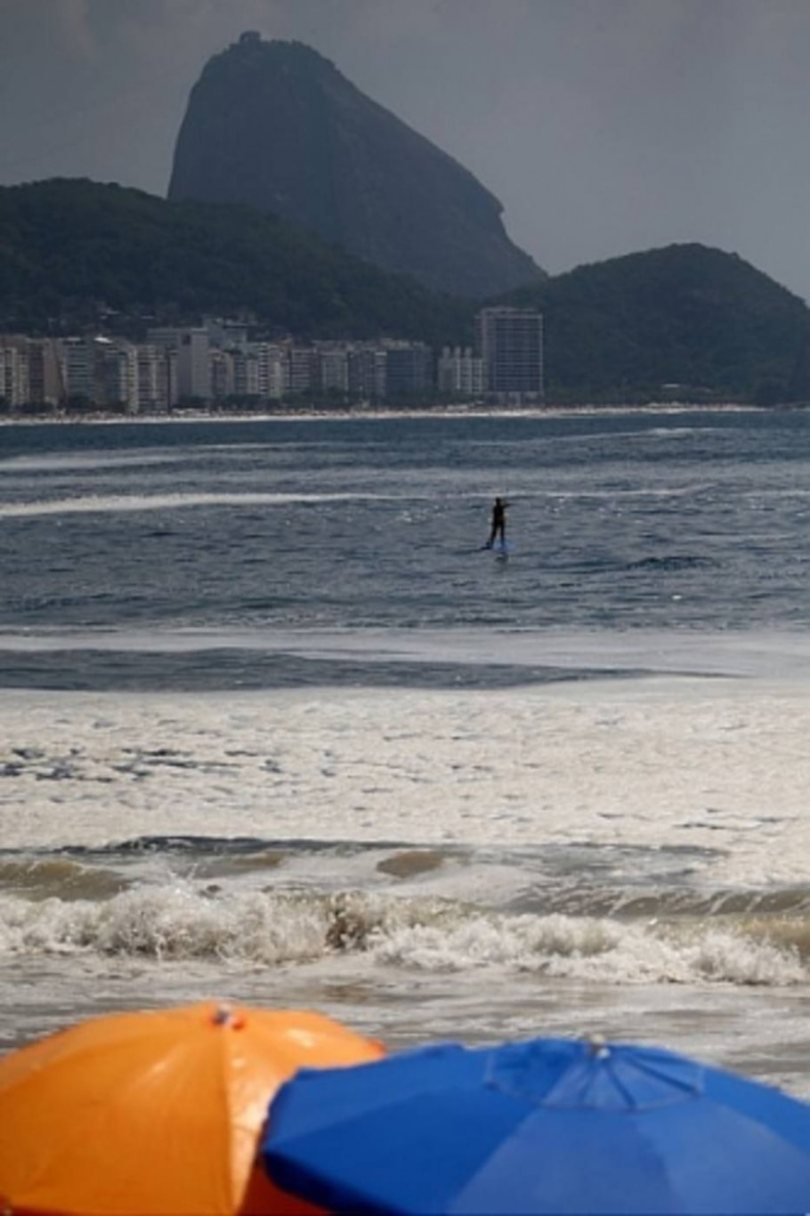 Fenômeno é comum no verão e ocorre pela decomposição de algas, diz Instituto Estadual do Ambiente - Fábio Motta/Estadão