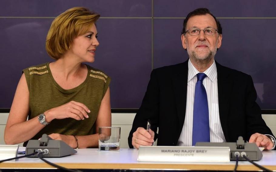 Mariano Rajoy, ao lado da secretária-geral do PP, María Dolores de Cospedal, disse que espera formar nova coalizão em até um mês - AFP PHOTO / JOSE JORDAN