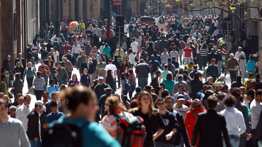 Pessoas caminhando na rua 15 de Novembro, no centro de São Paulo - Hélvio Romero/Estadão