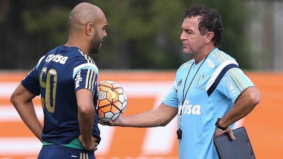Alecsandro conversa com Cuca durante treino do Palmeiras - Cesar Greco/Agência Palmeiras