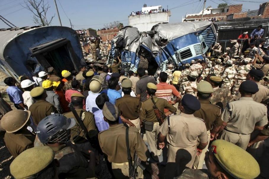 Descarrilamento deixa dezenas de mortos na Índia - REUTERS