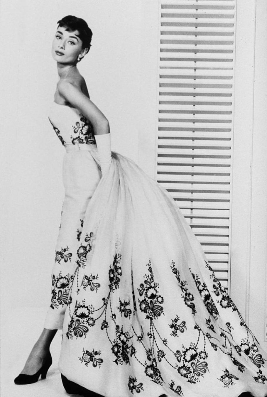 Audrey Hepburn veste Givenchy em 'Sabrina' (1954) - Divulgação