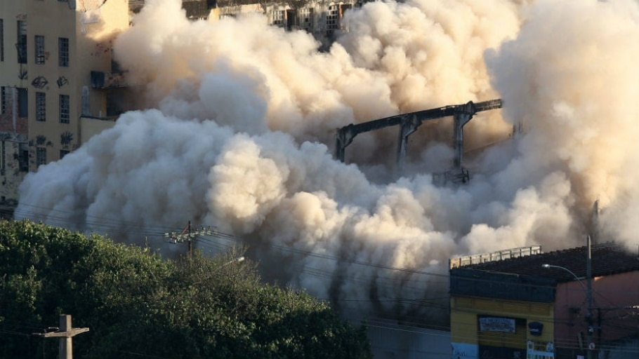 Prefeitura do Rio implode prédio na zona norte da cidade - Fabio Motta/Estadão